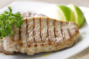 Рифленая сковорода во многом схожа с грилем, так что не обязательно выезжать на природу, чтобы насладиться вкусом жареного мяса...