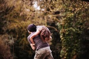 И все-таки лучшее, чем можно привязать мужчину - это любовь