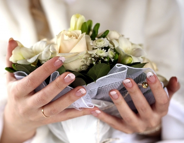 Французский маникюр на свадьбе