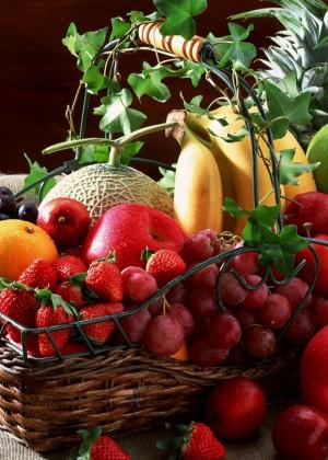 Blyuda-iz-fruktov-i-yagod.-Hranenie