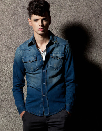 Модная джинсовая мужская рубашка – живите в тренде
